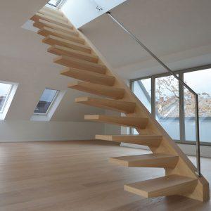 Kragarmtreppe aus Holz von Treppenbau Diehl bei Treppen.de